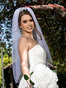 Fotos Blumensträuße Braut Braune Haare Lächeln Mädchens