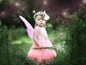 Bilder Sträuße Feen Bokeh Kleine Mädchen Kranz Kleid