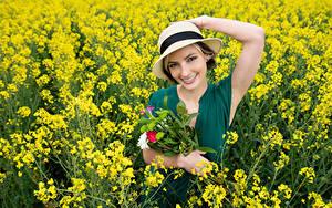 Hintergrundbilder Blumensträuße Raps Felder Lächeln Der Hut Blick Alena Mädchens