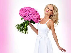 Fonds d'écran Bouquets Rosiers Blondeur Fille Les robes Sourire