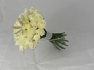 Fotos Sträuße Rosen Schmuck Grauer Hintergrund Weiß Blüte