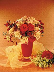 Fotos Sträuße Rosen Mimosen Gerbera Vase