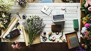 Hintergrundbilder Blumensträuße Tisch Notebook Kugelschreiber Arbeitet