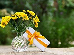 Hintergrundbilder Blumensträuße Vase Schachtel Geschenke Band Schleife