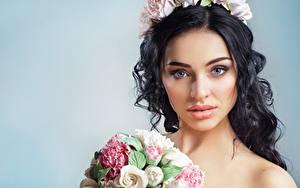 Fotos Blumensträuße Kranz Make Up Brünette Blick Mädchens