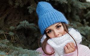 Fotos Ast Braunhaarige Mütze Schal Blick Schön Mädchens
