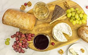 Hintergrundbilder Brot Käse Wein Weintraube Nussfrüchte Schneidebrett Weinglas