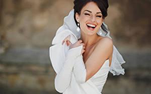 Fonds d'écran Mariées Cheveux noirs Fille Rit Boucle d'oreille Joyeuse Les robes Blanc jeunes femmes