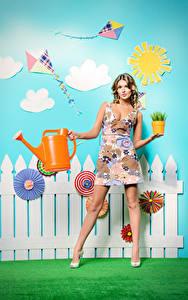 Hintergrundbilder Braunhaarige Kleid Zaun Blick