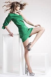 Fonds d'écran Aux cheveux bruns Les robes Jambe Talon aiguille Collants Belles