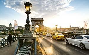 Bilder Budapest Ungarn Brücke Morgendämmerung und Sonnenuntergang Wege Straßenlaterne Chain bridge Städte