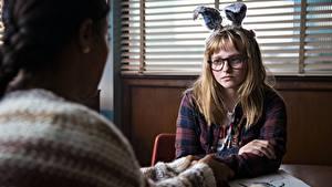 Hintergrundbilder Bunnygirl Süßes Sitzend Brille 2017 I Kill Giants, Madison Wolfe, Barbara Thorson Film Mädchens