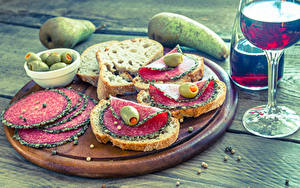 Photo Butterbrot Pears Bread Sausage Olive Wine Boards Cutting board Stemware Food