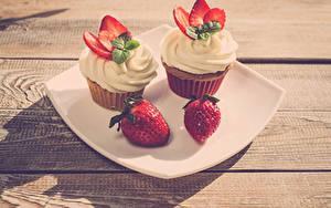 Bilder Törtchen Erdbeeren Cupcake Bretter 2 Teller Design Lebensmittel