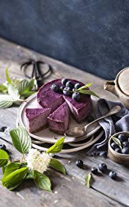 Hintergrundbilder Torte Heidelbeeren Bretter Stück Ast Löffel Lebensmittel