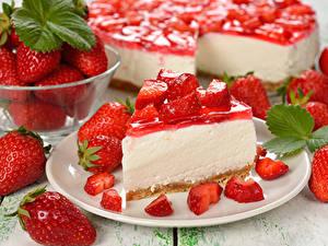 Fotos Torte Erdbeeren Teller Stück das Essen