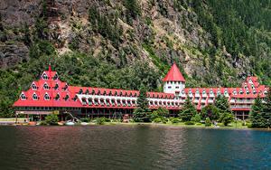 Desktop hintergrundbilder Kanada Küste Haus Hotel Felsen Fichten Three Valley Lake Chateau Revelstoke Städte