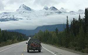 Fotos Kanada Gebirge Wälder Straße Schnee Wolke Fahrräder Hinten Rocky Mountains, Alberta Natur