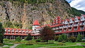 Hintergrundbilder Kanada Felsen Hotel Rasen Bäume Three Valley Lake Chateau British Columbia Städte