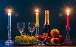Hintergrundbilder Kerzen Flamme Champagner Obst Weintraube Erdbeeren Äpfel Flaschen Weinglas Lebensmittel