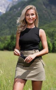 Bilder Cara Mell Lächeln Rock Unterhemd Blick Blond Mädchen Mädchens