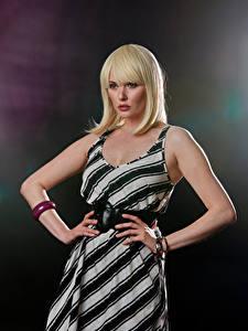 Hintergrundbilder Carla Monaco Blond Mädchen Kleid Hand Blick