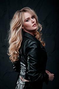 Hintergrundbilder Blond Mädchen Jacke Haar Starren Carla Monaco Mädchens