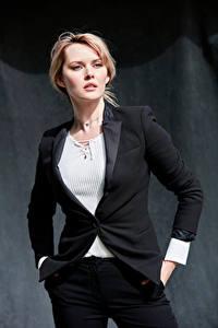 Hintergrundbilder Carla Monaco Blondine Model Posiert Anzug Starren Sakko