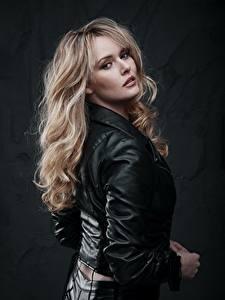 Hintergrundbilder Jacke Haar Blond Mädchen Starren Carla Monaco