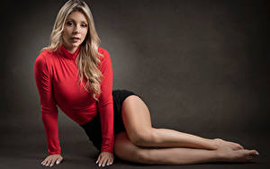Bilder Pose Blond Mädchen Bein Blick Catalina