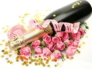 Papéis de parede Vinho espumante Rosas Feriados Fundo branco Garrafa Estrela da decoração Fita Flores