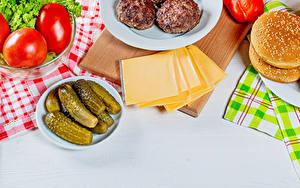 Bilder Käse Fleischbällchen Tomaten Gurke Brötchen Burger