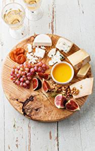 Fotos Käse Weintraube Echte Feige Honig Nussfrüchte Schneidebrett Dubbeglas