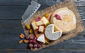 Bilder Käse Weintraube Oliven Nussfrüchte Bretter Schneidebrett