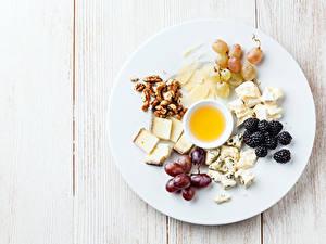 Bilder Käse Schalenobst Weintraube Brombeeren Honig Bretter Teller