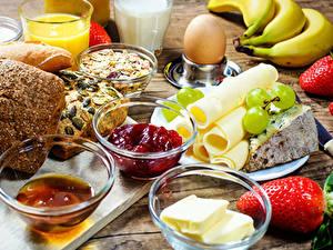 Fotos Käse Erdbeeren Powidl Brot Frühstück Ei Öle