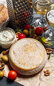 Bilder Käse Tomate Schalenobst Oliven Wein Weinglas