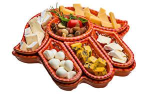 Fotos Käse Tomate Nussfrüchte Weißer hintergrund
