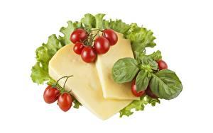 Bilder Käse Tomate Weißer hintergrund Geschnittenes