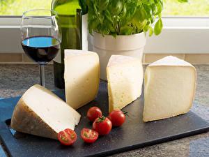 Hintergrundbilder Käse Wein Tomate Weinglas Schneidebrett