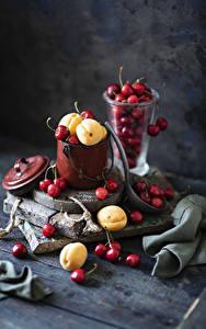 Fotos Kirsche Aprikose Stillleben Bretter Eimer Lebensmittel