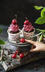 Bilder Kirsche Cupcake 2 Bretter Lebensmittel