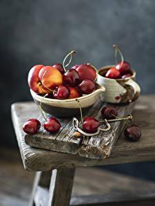 Bilder Kirsche Pfirsiche Bretter Bokeh das Essen
