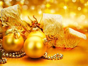 Wallpaper Christmas Balls Ribbon Gold color