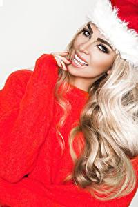 Bilder Neujahr Blondine Lächeln Starren Haar junge frau