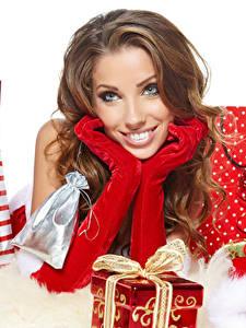 Hintergrundbilder Neujahr Braune Haare Blick Handschuh Geschenke Hand junge frau