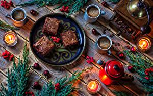 Bilder Neujahr Törtchen Kaffee Pfeifkessel Kerzen Beere Bretter Teller Tasse Ast Kugeln das Essen