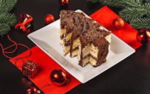 Bilder Neujahr Torte Schokolade Grauer Hintergrund Weihnachtsbaum Kugeln das Essen