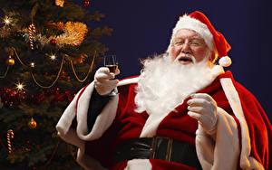 Hintergrundbilder Neujahr Christbaum Mütze Brille Barthaar Sitzend Weinglas