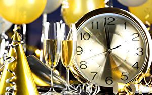 Hintergrundbilder Neujahr Uhr Schaumwein Weinglas Lebensmittel